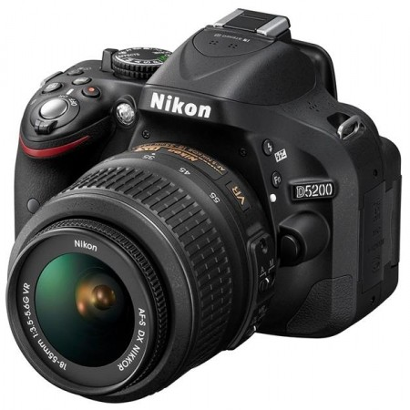 Digitalni fotoaparat Nikon D5200 + AF18-55mm VR
